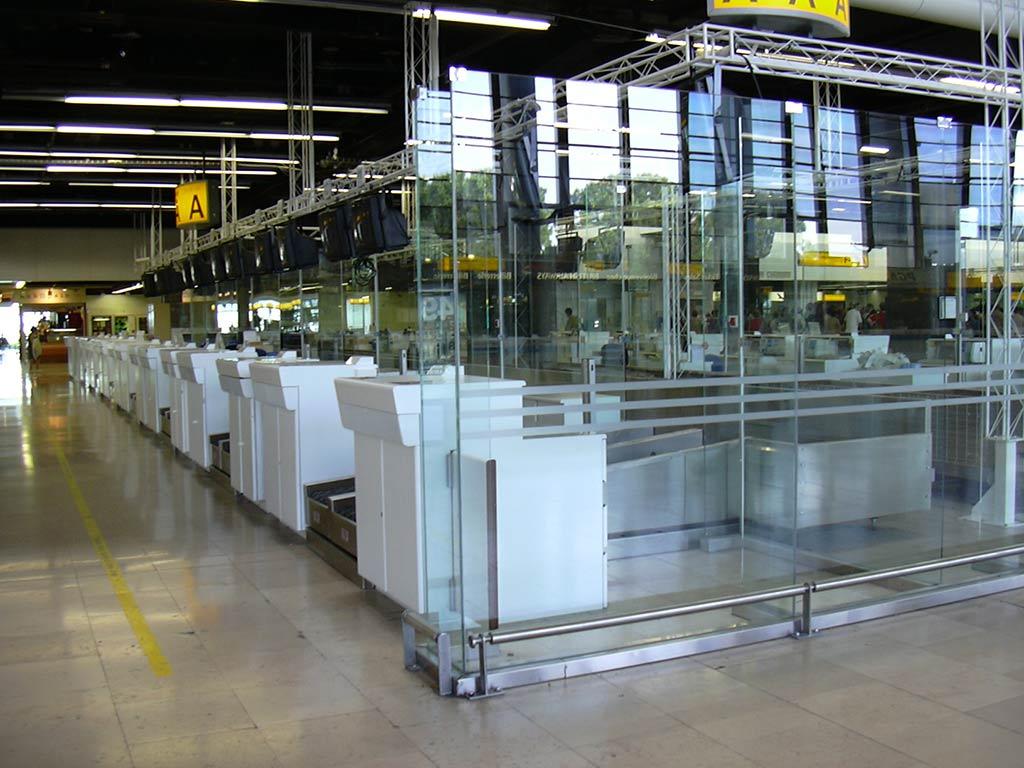 Banque d'enregistrement vitrée - Aéroport Marseille Provence