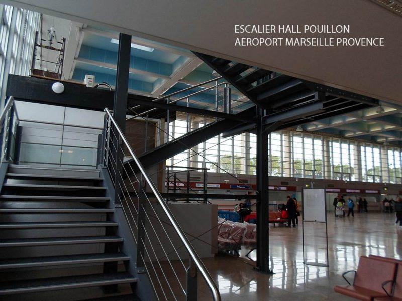 Escalier intérieur du Hall Pouillon à l'Aéroport Marseille Provence