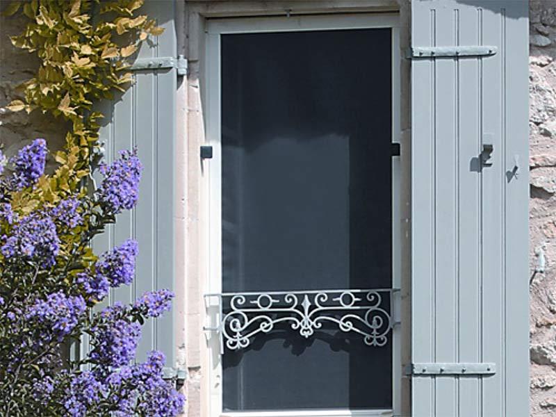 moustiquaire enroulable pour fenêtre sans perçage MoustiSpeed