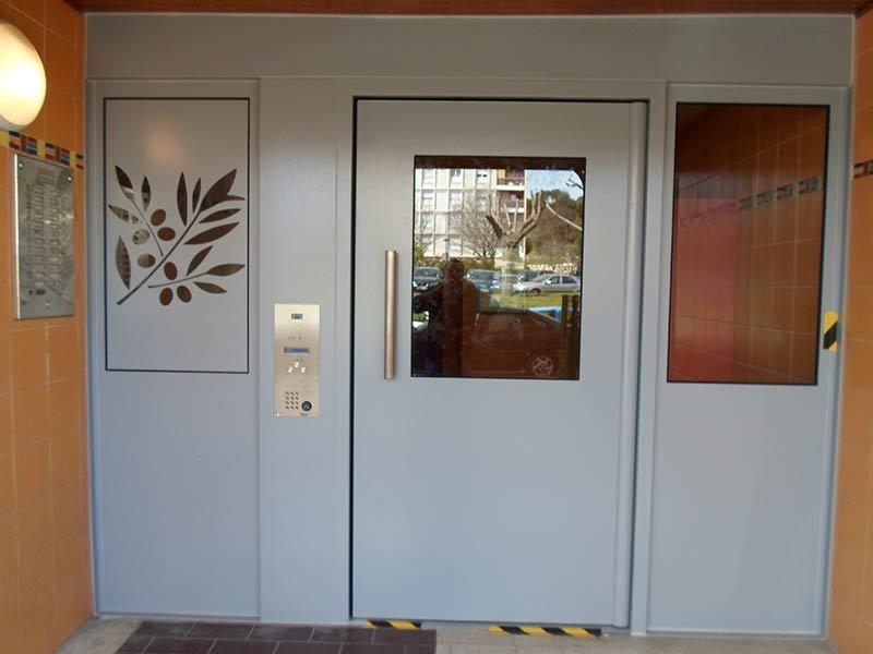 Porte d'entrée d'immeuble Cibox