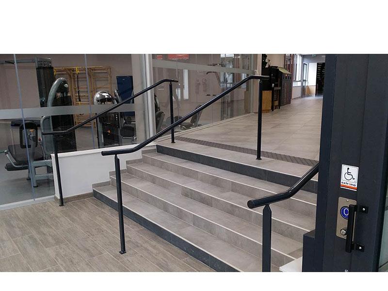 Rampes d'escaliers intérieurs de l'école de commerce Kedge Luminy Marseille