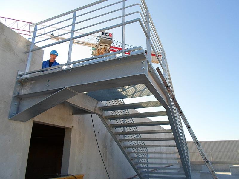 Réalisation d'escalier métallique avec garde-corps