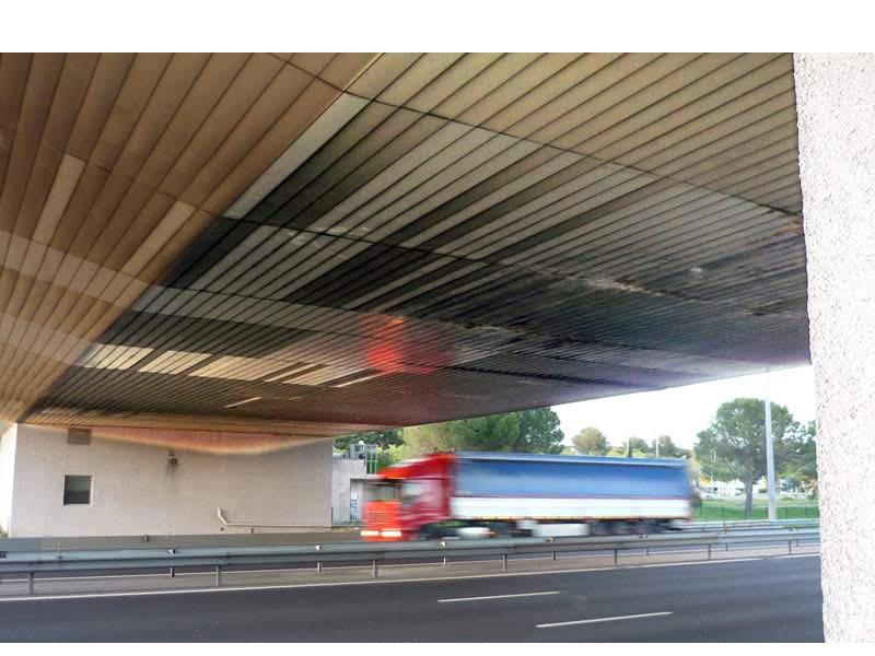 Tôles du pont de l'autoroute Remplacement des tôles en sous face du pont de l'autoroute sur voies. Travaux de nuit