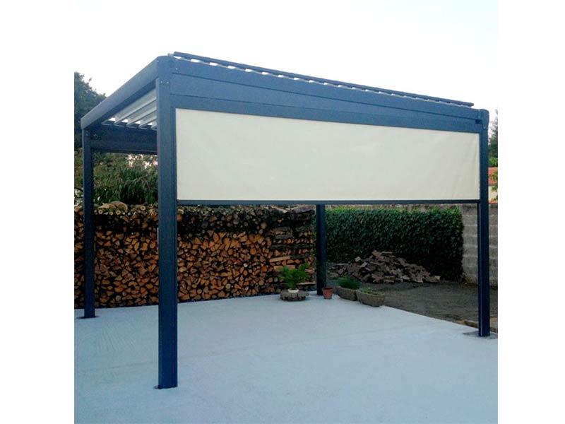 Store enrouleur extérieur RolloZip. Protection complémentaire latérale à la pergola