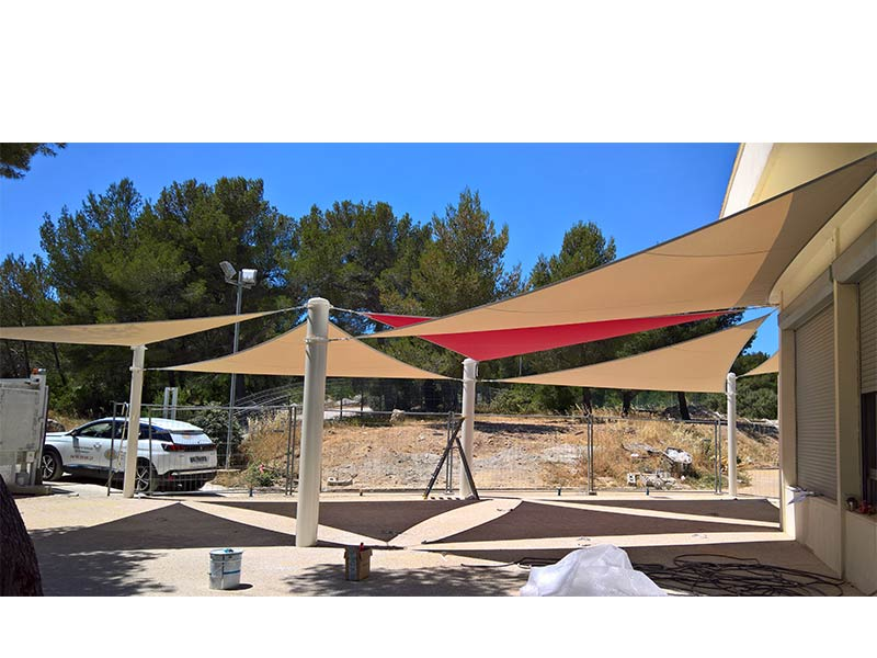 Voiles d'ombrages sur mâts, école de commerce Kedge Marseille